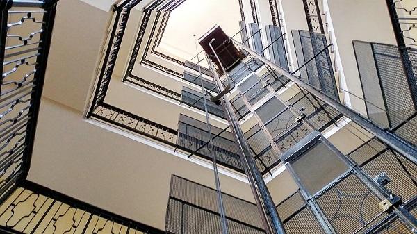 Manutenzione ascensore, ecco a chi affidare questo compito delicato